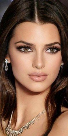 Top 10 Beautiful Women, Beautiful Person, Beautiful Eyes, Amazing Women, Girl Face, Woman Face, Bride Makeup Natural, Bollywood Hairstyles, Girl Haircuts