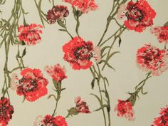 Love these carnations, this beautiful retro floral print features giant carnations on a cotton and linen mix. Summer dress perfection. Find it on the website called Emiline #cottonandlinen #summerdressmaking #carnations #retrofabric