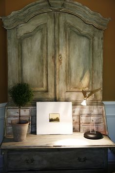 What a beautiful desk armoire Distressed Furniture, Painted Furniture, Home Furniture, French Furniture, Furniture Ideas, Estilo Shabby Chic, Eclectic Living Room, Living Spaces, Secretary Desks