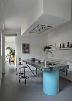Welcome to CASA FLORA VENEZIA, it's an Italian-design apartment, completely custom made with all the comforts. Authenticity of a private home in Venice. Küchen Design, Deco Design, Home Design, Flora Design, Creative Design, Design Ideas, Dining Room Table, Kitchen Dining, Open Kitchen