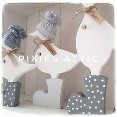 Recent customer order of a set of three ducks. Painted in shades of grey with polka dots. Perfect gift for Mother's Day. Accompanied with handmade bobble hats to match their wellies. Barn Wood Crafts, Inside Doors, Wooden Bedroom, Decoupage, Bobble Hats, Pintura Country, Fairy Doors, Wooden Decor, Reno