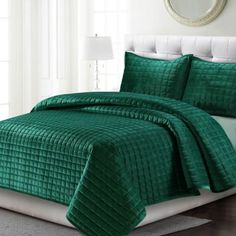 Dress your bedroom in opulence with the Tribeca Living Florence Velvet Quilt Set. The beautiful bedding is exquisitely crafted of extraordinarily soft and supreme quality polyester velvet for a luxurious look and feel. Velvet Bedding Sets, Velvet Quilt, Luxury Duvet Covers, Luxury Bedding Sets, Modern Bedding, Green Comforter, Comforter Sets, Quilt Sets Queen, Bedroom Green