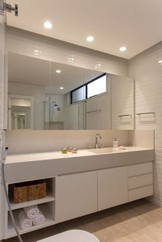 Dreaming of an extra or designer master bathroom? We have gathered together lots of gorgeous master bathroom some ideas for small or large budgets, including baths, showers, sinks and basins, plus master bathroom decor suggestions. Modern Bathroom, Small Bathroom, Master Bathrooms, Toilette Design, Shower Cubicles, Budget Bathroom, Bathroom Ideas, White Decor, Bathroom Interior Design