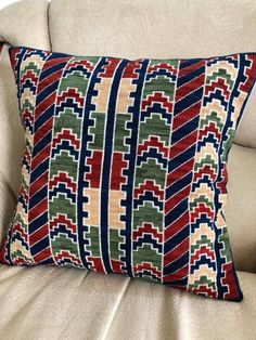 Cross Stitch Art, Cross Stitch Flowers, Cross Stitching, Cross Stitch Patterns, Loom Patterns, Crochet Patterns, Patriotic Quilts, Colourful Cushions, Needlepoint Pillows