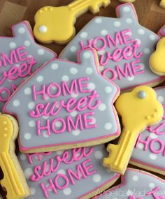 Fine Home SWEET Home. Cute little house cookies. A great, fun, and totally cute house. Home SWEET Home. Cute little house cookies. A great, fun, and totally cute housewarming party treat. Galletas Cookies, Cute Cookies, Sugar Cookies, Cute Little Houses, Cute House, Housewarming Party Favors, Baby Showers, Bridal Showers, House Party Decorations