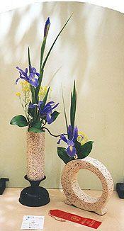 American Iris Society :: Design Tutorial -  beautiful shape floral design with blue iris