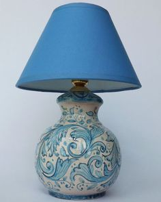 """Abat-jour """"Azul Line"""". The Base of this Lamp is in light blue and blue decorated, with a floral Drawning and """" Peacock's tail"""", on 'vietri' Varnish. The Lampshade and the electric-structure are included."""