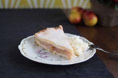 Mamas Apfelmuskuchen mit Decke. Statt Apfelmark kann man im Herbst auch frische Äpfel nehmen und diese Einkochen.