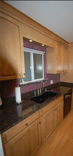 under cabinet lighting in valance above sink