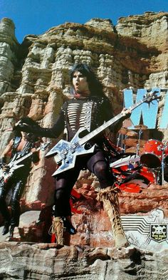 Blackie Lawless on the set of W.'s Wild Child music video! Heavy Metal Rock, Heavy Metal Bands, 80s Rock Bands, Cool Bands, Kids Music Videos, Key Tattoo Designs, Metal Albums, Rock N Roll Music, Rockn Roll