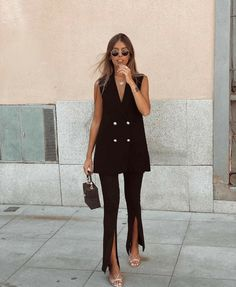Black Shirt Outfits, Vestidos Zara, Trendy Outfits, Fashion Outfits, Iranian Women Fashion, Zara Outfit, Zara Dresses, Office Outfits, Fashion 2020