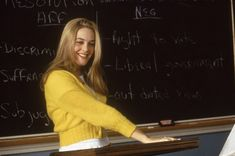 Alicia Silverstone as Cher Horowitz in Clueless Clueless 1995, Clueless Outfits, Clueless Fashion, 90s Fashion, Clueless Quotes, Kawaii Fashion, Cher Horowitz, Clueless Aesthetic, 90s Aesthetic