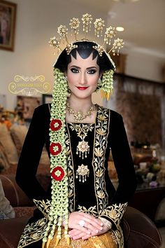 traditional wedding gown, Java, Indonesia