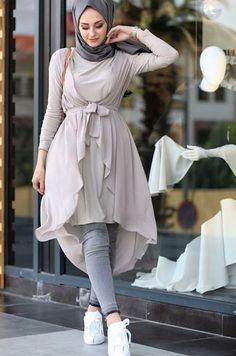 مدل مانتو پشت بلند 2019 (کلوش، هلالی، مجلسی و جلوکوتاه) - کمدا Stylish Hijab, Modest Fashion Hijab, Modern Hijab Fashion, Muslim Women Fashion, Street Hijab Fashion, Hijab Fashion Inspiration, Arab Fashion, Casual Dress Outfits, Mode Outfits