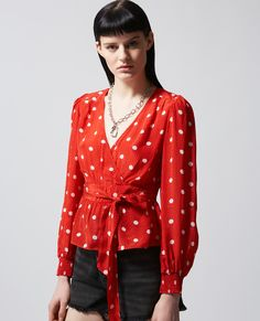 Fan of Printed red top with white dots and smocking by The Kooples? Come discover the newest model available on our website to complete your look! Rock Chic, Style Rock, Top Rouge, Smocks, Pin Up Style, Polka Dot Print, Up Styles, Blouse, Dots