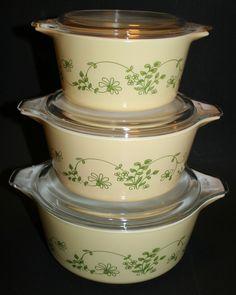 """Vintage Pyrex """"Shenandoah"""" Covered Cinderella Casserole Dish Set"""