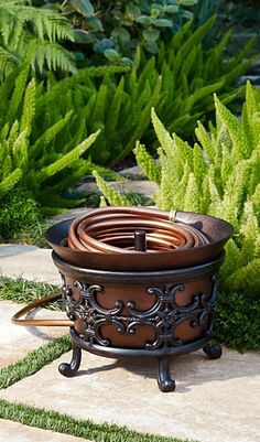 Store 100 ft. of garden hose in this copper-finished cast-aluminum Medallion Hose Pot, while its graceful feet elevate it above ground level.