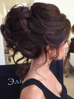 Romantic wedding hairstyle idea for the brunette bride and her elegant New York City wedding in Central Park