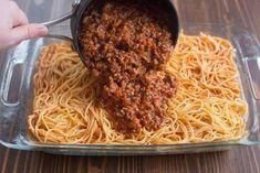 MILLION DOLLAR SPAGHETTI CASSEROLE Spaghetti Casserole, Spaghetti Noodles, Baked Spaghetti, Spaghetti Sauce, Spaghetti Dinner, Pasta Casserole, Yummy Recipes, Tart Recipes, Beef Recipes