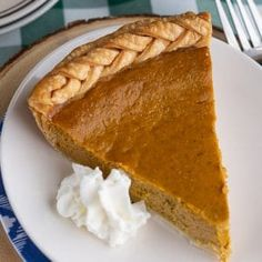 This easy pumpkin pie recipe is fool proof, delicious and perfect for Thanksgiving. Recipe makes two pies, but you can cut it in half easily. Libbys Pumpkin Pie, Easy Pumpkin Pie, Pumpkin Pie Recipes, White Chocolate Recipes, Hot Chocolate Cookies, Chocolate Desserts, Peeps Recipes, Baking Recipes, Oven Recipes