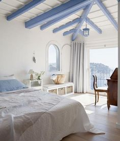 I'm keen on this amazing beach cottage Beach House Bedroom, Guest Bedroom Decor, Home Bedroom, Beach House Furniture, Beach Cottage Style, Beach Cottage Decor, Greek Bedroom, Greek Decor, Cottage Interiors