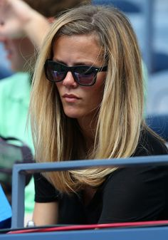 Brooklyn Decker Cheers on Andy Roddick at U.: Photo Brooklyn Decker is all smiles as she attends Day Two of the 2012 U. Open at the USTA Billie Jean King National Tennis Center on Tuesday (August in New York… Brooklyn Decker Hair, Hide Bangs, New Hair 2018, Long Hair Tips, Dream Hair, Love Hair, Celebrity Hairstyles, Hair Dos, Pretty Hairstyles