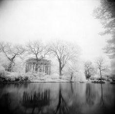 Graceland Cemetery by Comtesse DeSpair, via Flickr