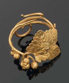 CLAUDE LALANNE / « Groseilles » 1980 - Bracelet en bronze doré. Signé, numéroté 85 / 250 / 1800 € /