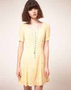 Gonna get this! Sweetheart dress with bow embroidery. By Nishe via Asos.