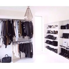 Awesome Small Walk-In Closet Design Ideas and Inspiration for Modern Home Decor Walk In Wardrobe, Walk In Closet, White Closet, Office Inspiration, Design Inspiration, Design Ideas, Closet Interior, Closet Vanity, Ideas Hogar