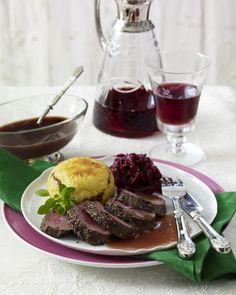 Unser beliebtes Rezept für Zarter Rehrücken zu Rotweinsoße und mehr als 55.000 weitere kostenlose Rezepte auf LECKER.de.