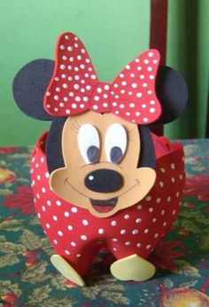 Risultati immagini per pet para crianças artes Reuse Plastic Bottles, Plastic Bottle Crafts, Polymer Clay Kawaii, Felt Crafts, Decoration, Minnie Mouse, Crafts For Kids, Pets, Disney Characters