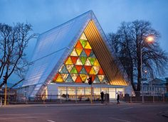 Would you believe this building is made out of cardboard? (Christchurch Cathedral, New Zealand) Architect Shigeru Ban wins 2014 Pritzker Prize. Shigeru Ban, Toyo Ito, Contemporary Architecture, Architecture Design, Cathedral Architecture, Paper Architecture, Bamboo Architecture, Temple Architecture, Anglican Cathedral