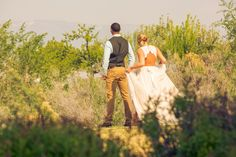 Our inspiration was Mountain Biking in Fruita Colorado. Fruita is a well known area for mountain biking and we thought what better way to highlight Fruita and what it has to offer than to bring in a style shoot that promotes the town. The setting is in a industrial area under a old CO OP …