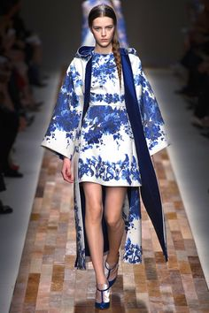 Living the Well Appointed Life with Melissa Hawks: Style, Fashion, Home Decor, Decorating Blog: Sapphire Blue at Valentino: Fall 2013 RTW - Taking Inspiration from Delft