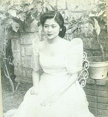 File:Imelda Marcos as the young Rose of Tacloban Philippines Dress, Philippines Culture, Filipino Art, Filipino Culture, Ferdinand, Cultura Filipina, Philippine Army, President Of The Philippines, Filipino Wedding