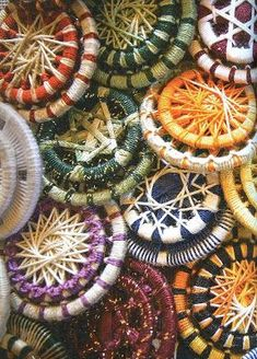 """N e e d l e p r i n t: January 2014 """"Dorset"""" buttons as done in Germany. Double rings with different colours Crochet Buttons, Diy Buttons, How To Make Buttons, Vintage Buttons, Button Art, Button Crafts, Dorset Buttons, Textiles, Passementerie"""