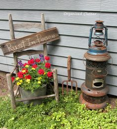 Junk Doesn't Last Forever Broken Down Junk Garden Decor anizedclutterqueen. Love the Rust in Peace!Broken Down Junk Garden Decor anizedclutterqueen. Love the Rust in Peace! Garden Junk, Garden Yard Ideas, Garden Crafts, Garden Projects, Garden Decorations, Fur Vintage, Potted Geraniums, Rustic Gardens, Plantation