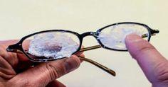 Ξέρετε τι ενοχλεί περισσότερο τα άτομα που φοράνε γυαλιά οράσεως; Μα φυσικά οι γρατζουνιές! Τα γυαλιά μπορούν να γίνουν πολύ βρώμικα και γδέρνονται πολύ εύ