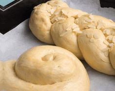 www.papatrexas.com Greek Dishes, Easter Treats, Greek Recipes, Sweet Bread, Food Hacks, Cookie Recipes, Sweets, Cookies, Vegetables