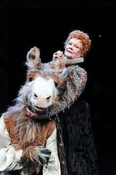10 Best: Judi Dench (Titania) and Oliver Chris (Bottom) in A Midsummer Night's Dream Shakespeare Characters, Shakespeare In Love, William Shakespeare, Shakespeare Midsummer Night's Dream, Shakespeare's Life, Queens Theatre, Theatre Of The Absurd, Theater, Judi Dench