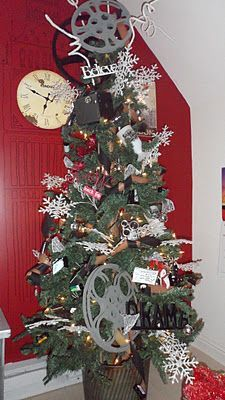 movie themed christmas trees | ... theatre set up! popcorn garland, movie reels, tickets for ornaments. Hmmm cute