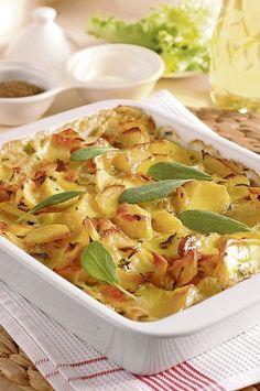 Nápaditá príloha: Smotanový zemiakový gratin s bylinkami Pasta Salad, Cooking Recipes, Vegetarian, Ethnic Recipes, Food, Crab Pasta Salad, Chef Recipes, Essen, Eten