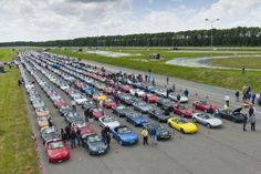 700 Maxda MX-5s Descend Upon The Netherlands