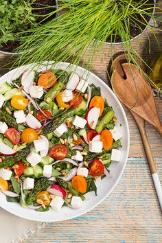 Summer Salad with Feta Recipe from Saputo. Veggie Recipes, Salad Recipes, Picnic Recipes, Healthy Recipes, Healthy Food, Saputo Cheese, Vegetarian Salad, Grilled Asparagus, Picnic Foods