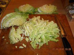 Zalige romige stamppot van beetgare groene kool met ui, knoflook, spekjes en knapperige champignons. Op smaak gemaakt met wat room en een lepeltje mosterd....