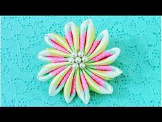 DIY Kanzashi Flores degradé en tres cintas colorful flowers in ribbons - YouTube