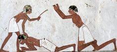 La policía del Antiguo Egipto fue creada por los faraones para mantener el orden en los grandes proyectos de construcción y la recolección de impuestos.
