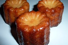 Bordelais rapides Canelés Bordelais rapides : la recette facileVitréais The Vitréais is a Breton cake. It is a specialty of Vitré, a city in eastern Brittany, France. It is a cake made of apples with salted butter caramel, eggs and Easy Cookie Recipes, Dessert Recipes, French Food, Quiches, Salmon Recipes, Nutella, Easy Meals, Brunch, Good Food