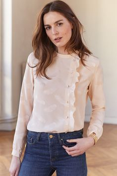 design of blouse When it comes to being la mode, Parisian women are known for their style savvy and now we can share their passion for fashion. Fashion Moda, Look Fashion, Hijab Fashion, Fashion Outfits, Womens Fashion, Blouse Styles, Blouse Designs, Style Casual, Casual Outfits
